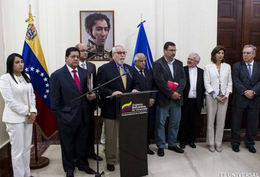 Both the government and the moderate opposition remain committed to the talks, with MUD spokesperson Ramon Aveledo saying that it was necessary to reach further agreements (El Universal).
