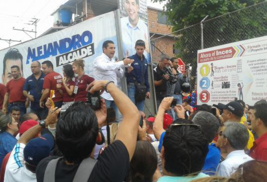 Alejandro Mendez of the GPP launched his campaign in San Cristobal, but faces an uphill struggle to win in the opposition stronghold. (YVKE Mundial)