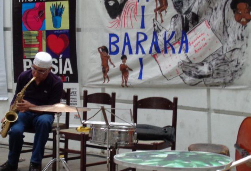 Pablo Garcia tunes up (Arlene Eisen/ venezuelanalysis.com)