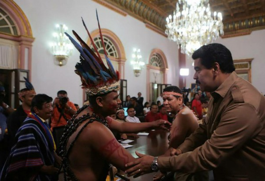President Maduro with representatives of indigenous communities in the Miraflores presidential palace.