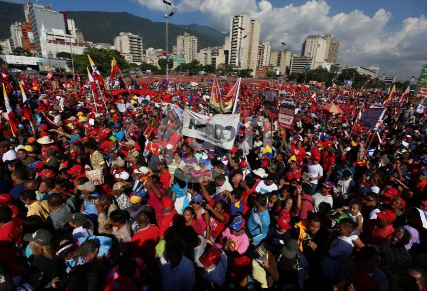 The crowd on Avenida Bolivar, Caracas (AVN)