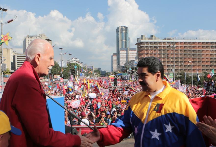 Venezuelan president Nicolas Maduro and journalist Jose Vicente Rangel at the rally in Caracas (prensa Miraflores)