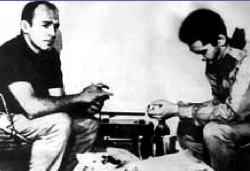Legendary Venezuelan guerrilla fighter, Paúl del Río (right), has died aged 72 (Aporrea)