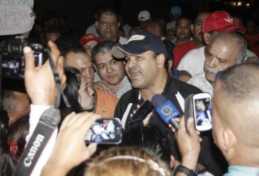 Jose Ramon Lopez speaks to the press after his arrest. (Francisco Hernandez)