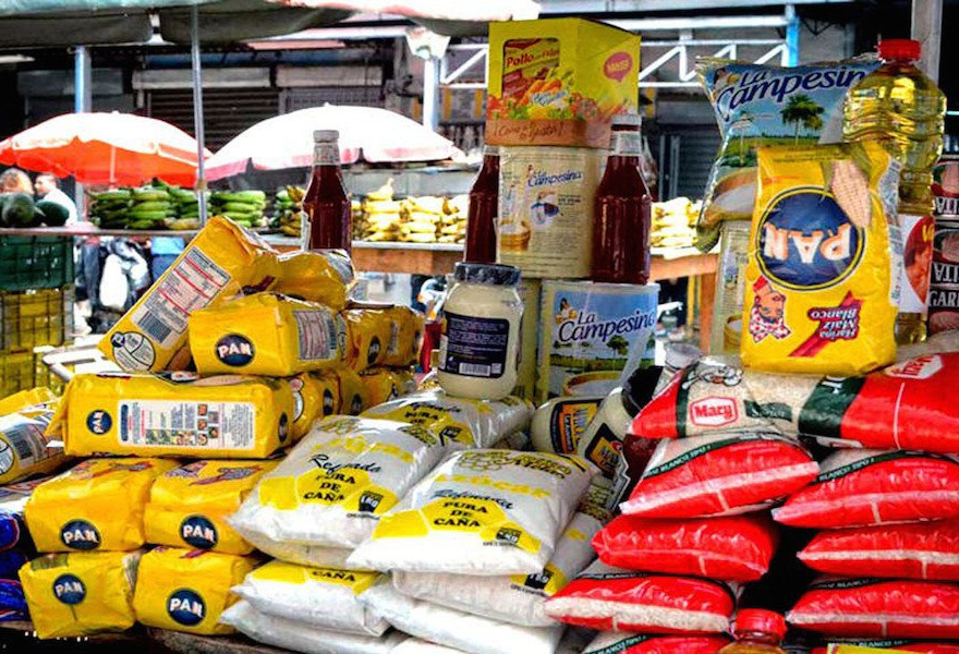 Items like corn flour, milk, and rice are sold by bachaqueros at informal markets, for inflated prices. (Photo: goyoenblog.blospot.com)
