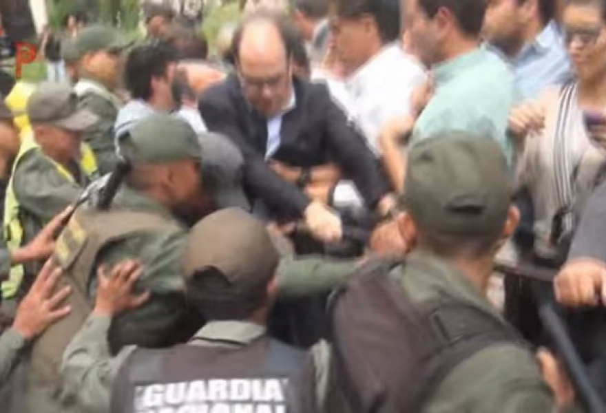 Borges leads protesters in storming police cordon. (Screenshot/Aporrea)