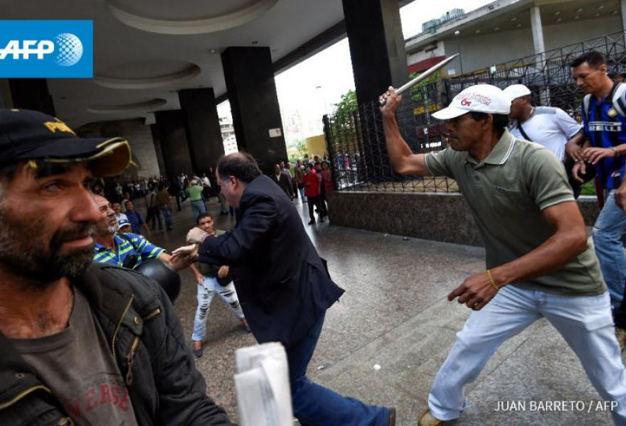 Borges without helmet and bodyguards under attack from unidentified individuals. (Juan Barreto/AFP)