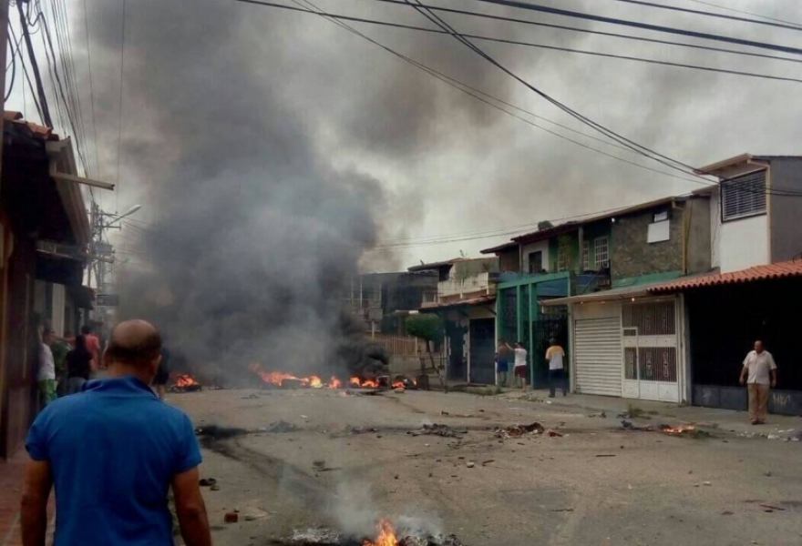 Barinas was the scene of statewide opposition violence on Monday that left six dead and over thirty public institutions attacked. (@GenPenaloza)
